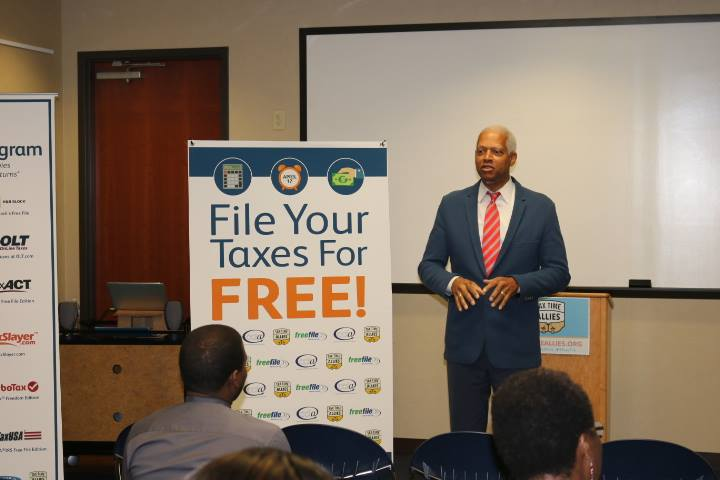 Congressman Johnson speaks to constituents at an IRS Annual Free File event at Stonecrest Library this week.